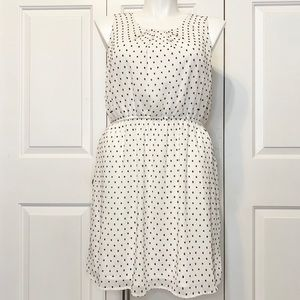• Elle Sleeveless B/W Swiss Dot Mini Dress Sz 14 •